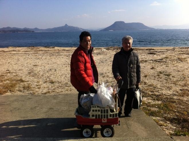 海ごみを積載する「めおん3」