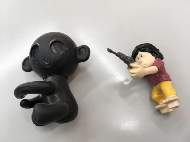 お宝!? ダッコちゃん人形と銃を構えた星野鉄郎